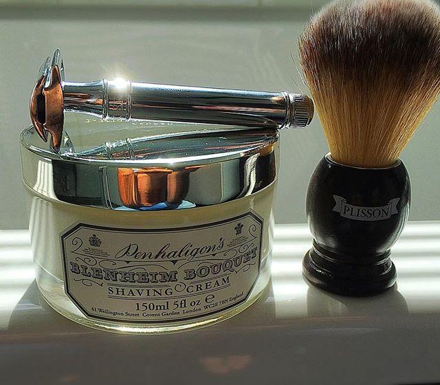 tony-shaves